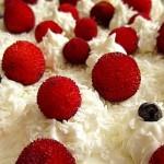 Dağ çilekli kolay kremalı pasta tarifi