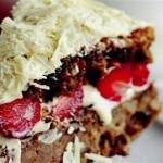 Cevizli – Çilekli Pasta Tarifi