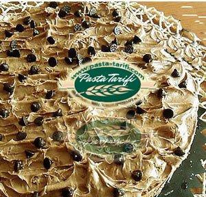 Damla Çikolatalı ve Muzlu Yaş Pasta Tarifi