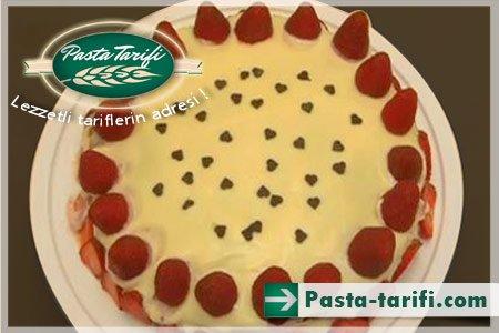 Kolay Çilekli Pasta Tarifi