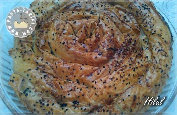 Hazır Yufkadan Ispanaklı Kol Böreği