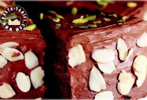 Bademli Çikolatalı Pasta Tarifi