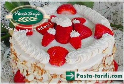 Çilekli Bademli Pasta