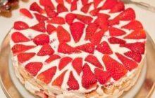 Bisküvili Kremalı Çilekli Pasta Tarifi