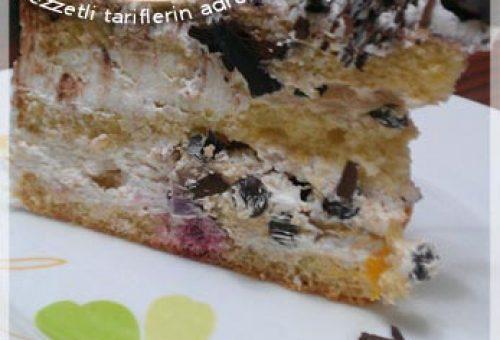 Meyve Şölenli Kolay Pasta Tarifi