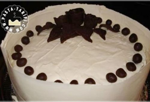 Beyaz Çikolatalı Pasta Tarifi