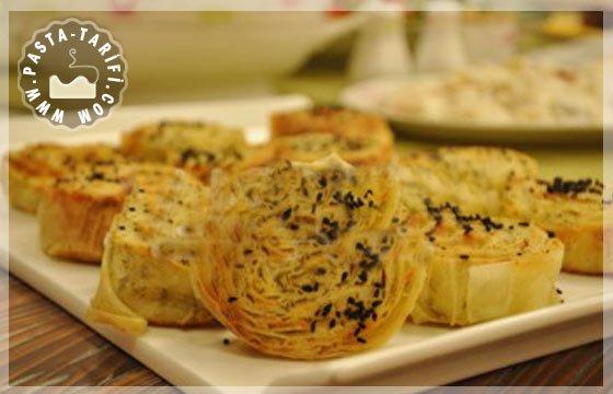 Dere Otlu-Peynirli Dilim Börek